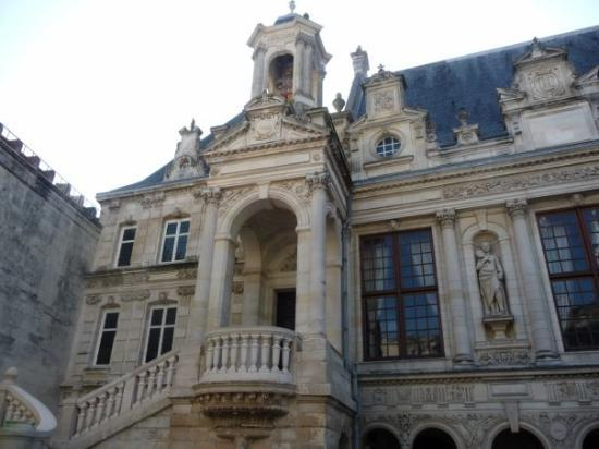 ลา โครแชลล์, ฝรั่งเศส: la cour de la mairie