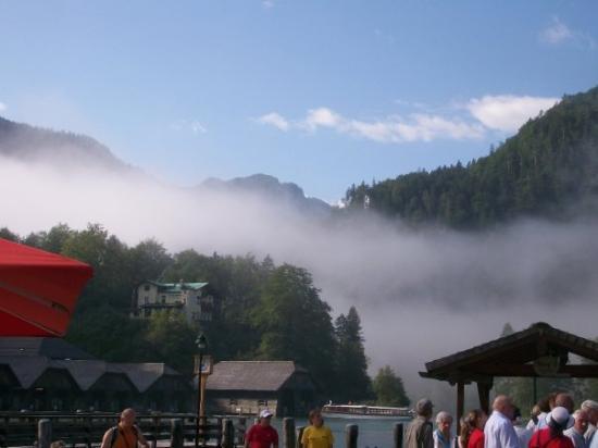 Schoenau am Koenigssee, เยอรมนี: Blick auf den vernebelten Königssee