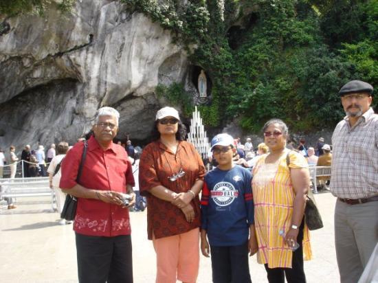 ลูร์ด, ฝรั่งเศส: At Lourdes with Jessie & Remi. 2006