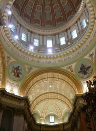 มอนทรีออล, แคนาดา: Mary Queen of the World Cathedral