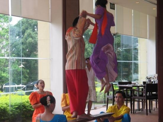 Tagaytay, ฟิลิปปินส์: Cultural Dancers from Philippines