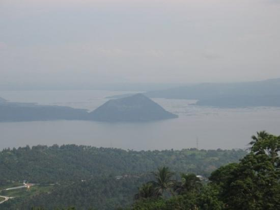 Tagaytay, ฟิลิปปินส์: View from Picnic Grove of Valcano