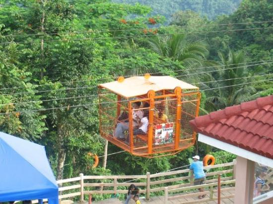 Tagaytay, ฟิลิปปินส์: Zipline and Skylift at Picnic Grove