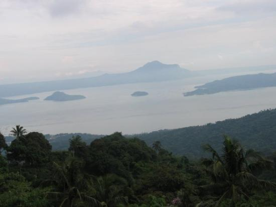 Tagaytay, ฟิลิปปินส์: Maryridge Monistary Tagatay view of Volcano