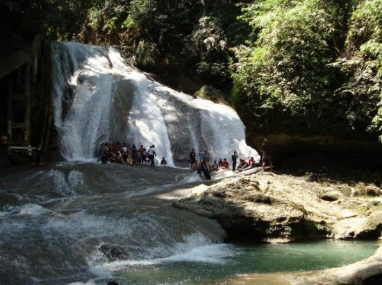 Makassar, อินโดนีเซีย: Bantimurung waterfall