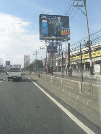 มะนิลา, ฟิลิปปินส์: Thee were lots of giant billboards in Manila