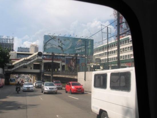 มะนิลา, ฟิลิปปินส์: Huge billboards