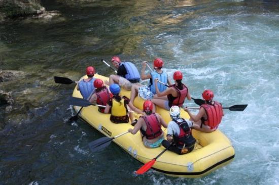 Makarska, โครเอเชีย: Croatia  rafting on the river of Cetina