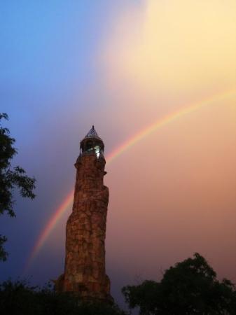 ยูนิเวอร์ซัลส์ ไอส์แลนด์ ออฟ แอดเวนเจอร์: After it rained, Daniel got a pretty rainbow picture!