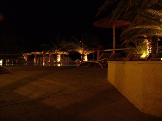Alexandra Beach Thassos Spa Resort: Hotelpool bei Nacht