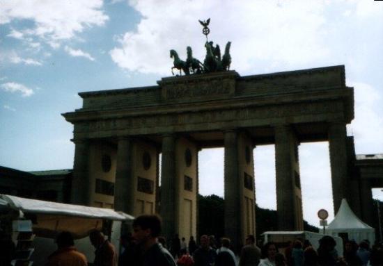 ประตูบรานเด็นเบิร์ก: Berlino - La Porta di Brandeburgo
