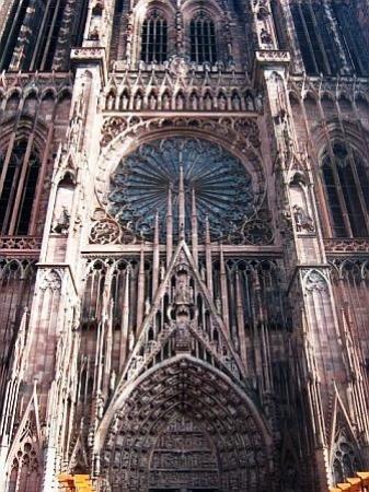 สตราสบูร์ก, ฝรั่งเศส: La Cathedrale wonderful delicate lace-like work