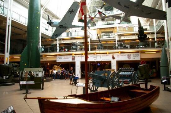 พิพิธภัณฑ์สงครามจักรวรรดิ: the smallest boat that helped in the evacuation of Dunkirk