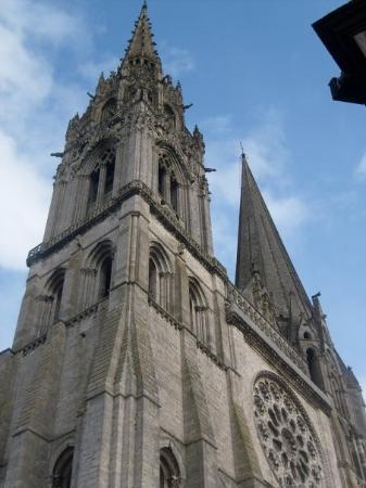 ชาตร์, ฝรั่งเศส: The towers of the Chartres cathedral