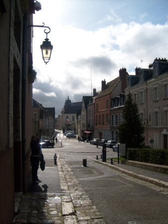 ชาตร์, ฝรั่งเศส: Lovely small town