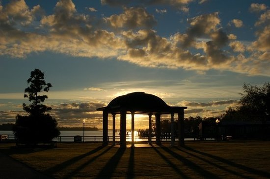 Elizabeth City, Caroline du Nord : Waterfront Park sunrise.