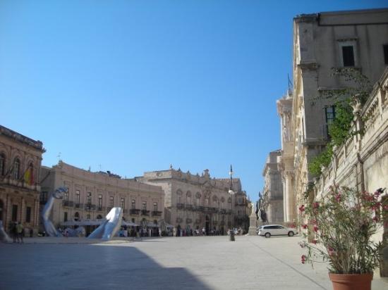 Syracuse, อิตาลี: Piazza del Duomo