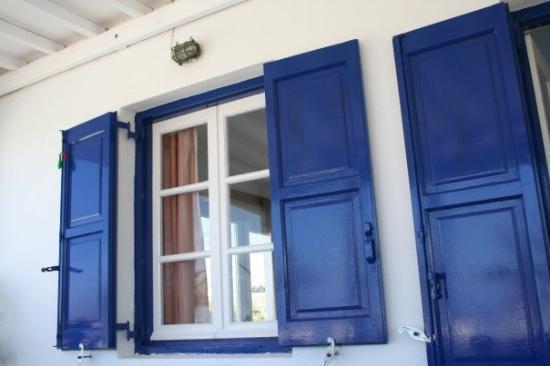 มีโกนอสทาวน์, กรีซ: Praticamente tutto è bianco e blu..