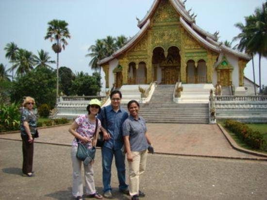 หลวงพระบาง, ลาว: Haw Kham (Royal Palace Complex) - Anne, Gleen & Girlie