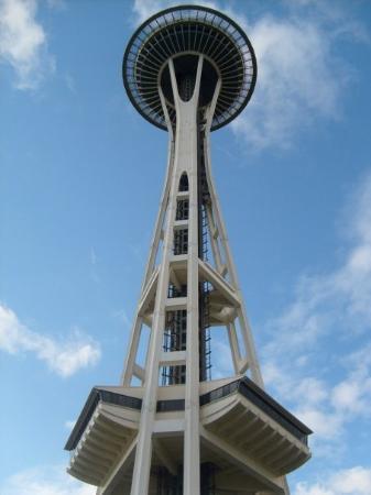 ซีแอตเทิล, วอชิงตัน: Next I visited the Space Needle and rode to the top to view the city- even though $16 is an utte