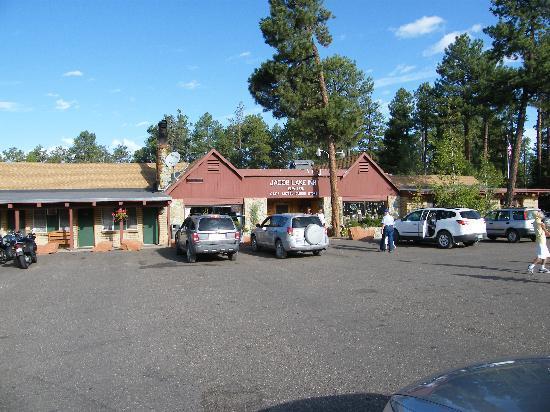 Jacob Lake Inn: Out front