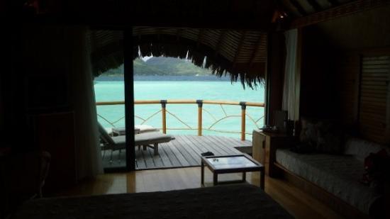 โบราโบรา, เฟรนช์โปลินีเซีย: Vistas desde nuestro Over water hacia la isla principal.