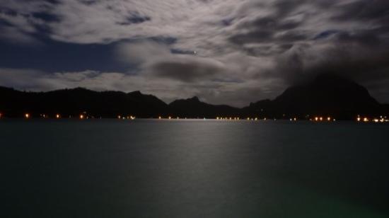 โบราโบรา, เฟรนช์โปลินีเซีย: Anochecer con luna llena