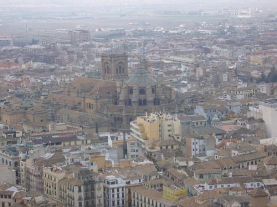 กรานาดา, สเปน: L'alhambra, un lieu magnifique d'ou on voit la cathédrale