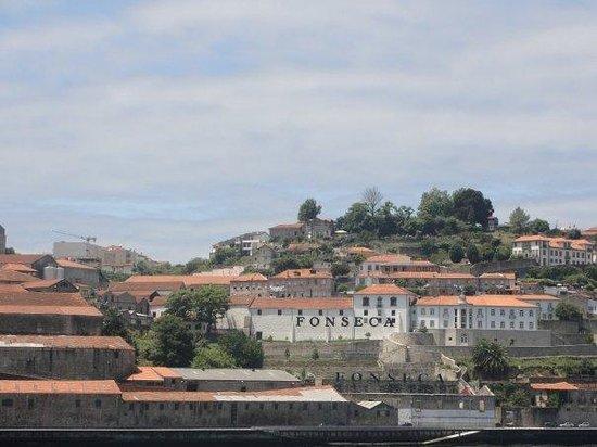 โปร์ตู, โปรตุเกส: Del otro lado del río, las bodegas de Porto