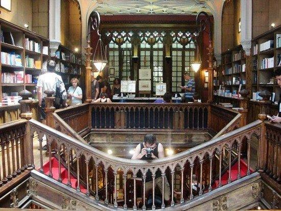 โปร์ตู, โปรตุเกส: Yo quiero una biblioteca así en mi casa por favor, estilo La Bella y la Bestia