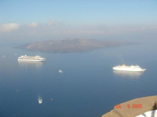 ซานโตรีนี, กรีซ: Island of Santorini, Greece... filled-water caldera of Santorini Volcano