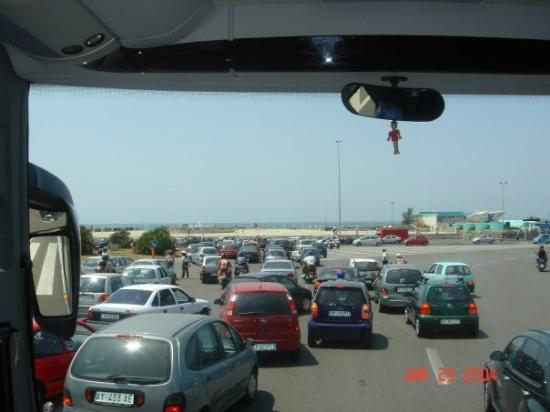 Lido di Ostia, อิตาลี: Traffic jam ahead, I guess everyone decided to go to the beach at the same time!