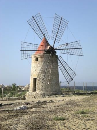 ตราปานี, อิตาลี: ветряная мельница - для крастоты