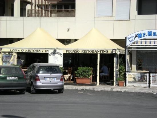 ตราปานี, อิตาลี: ресторанчик рядом с отелем, мы тут обедали