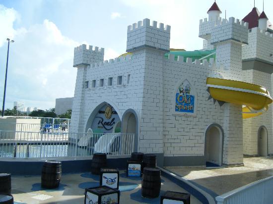 Panama Jack Resorts - Gran Caribe Cancun: adult water slide