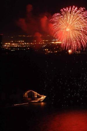เปอร์โตวัลลาร์ตา, เม็กซิโก: Fireworks from the pirate ship.