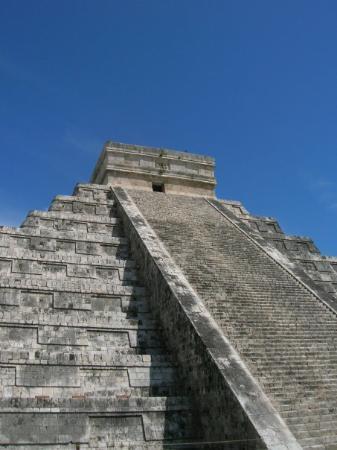 Chichen Itza, une pyramide Maya tres sophistiquée - C'est une merveille du monde ca!