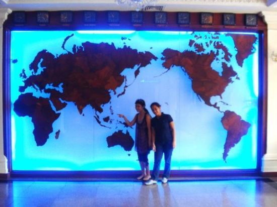 โฮจิมินห์ซิตี, เวียดนาม: That's the Philippines...the one I'm trying to point at.