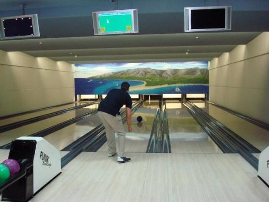 Bol, โครเอเชีย: Bowling in the hotel