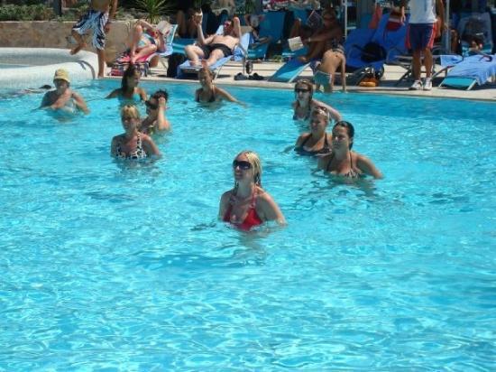 Bol, โครเอเชีย: Me trying to do aqua aerobics! Trying!!