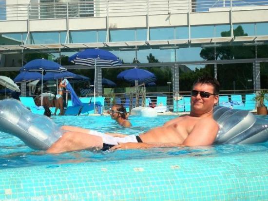 Bol, โครเอเชีย: Lee in the pool a bit sun burnt trying to look happy!