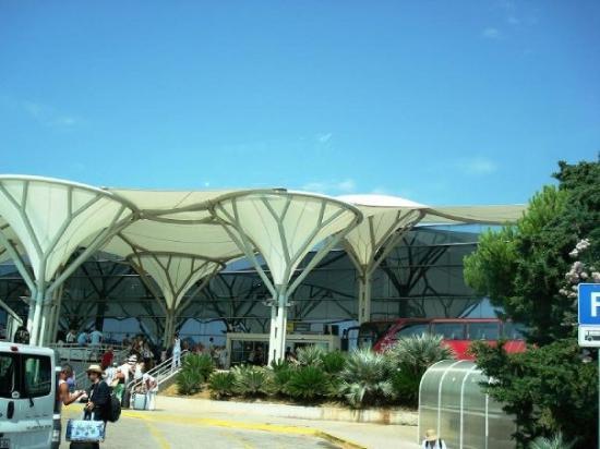 Bol, โครเอเชีย: Split Airport