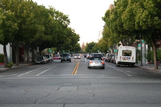 พาโลอัลโต, แคลิฟอร์เนีย: Streets in California tend to look wide