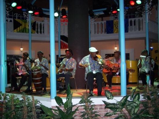 ซาราโกซา, สเปน: Músicos en el pabellón del Caribe