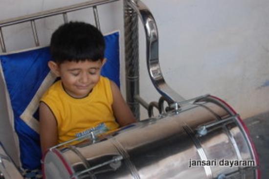 Bhuj, อินเดีย: parayan enjoy with drum