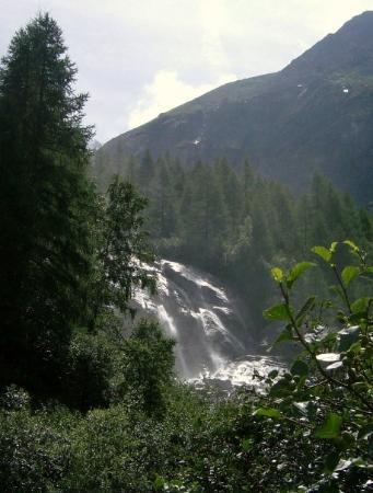 Zinal, สวิตเซอร์แลนด์: Ne schone waterval onderweg na boven