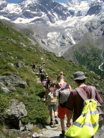 Zinal, สวิตเซอร์แลนด์: En soms is het ook even bergaf :-D :-P