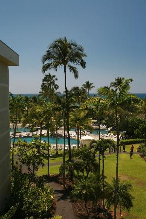 Waikoloa Beach Marriott Resort & Spa: view of pool and beyond