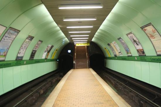 กลาสโกว์, UK: Glasgow - Orange metro...