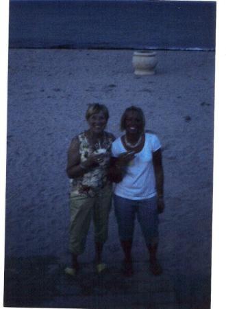ฮอลลีวูด, ฟลอริด้า: Hollywood beach Me and my mommy and a Mojito :)